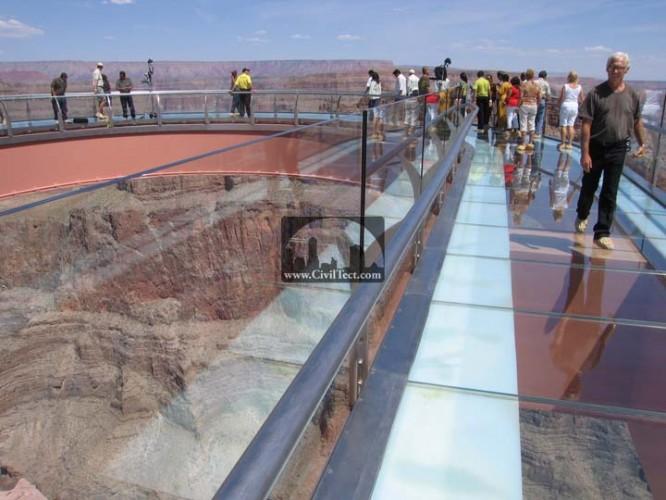 پل شیشه ای ( قدم زدن بر روی آسمان )