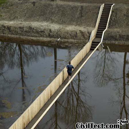 پلی در زیر تراز آب