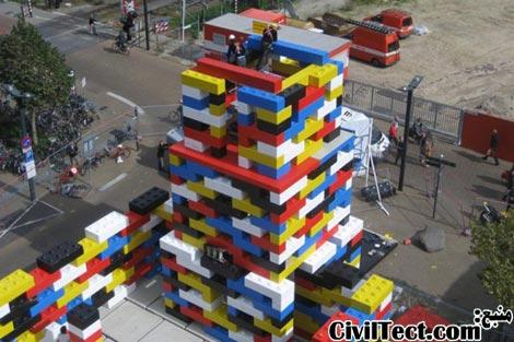قطعات عظیم لگو ( Lego ) در ساخت یک پاویلیون به شکل کلیسا