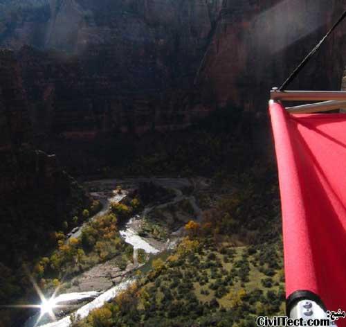 منظره عالی کمپینگ روی صخره