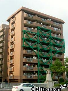 ساختمان مقاومسازی شده به کمک سازه خارجی