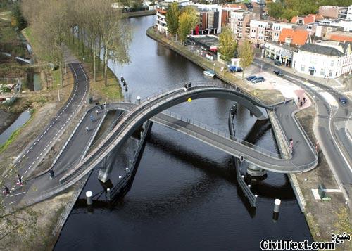 پلی برای عابرین پیاده, دوچرخه سواران و قایقها!
