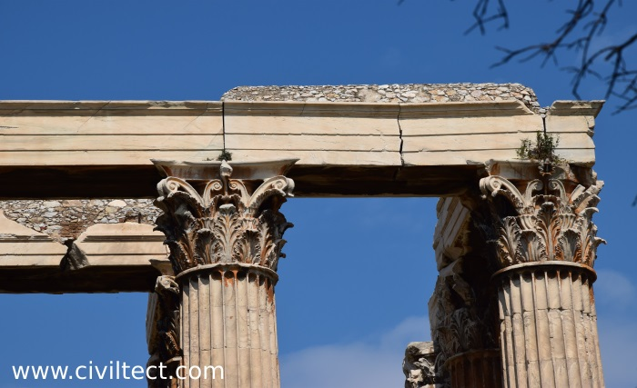 ترک موجود در بالای یکی از سر ستونهای معبد زئوس
