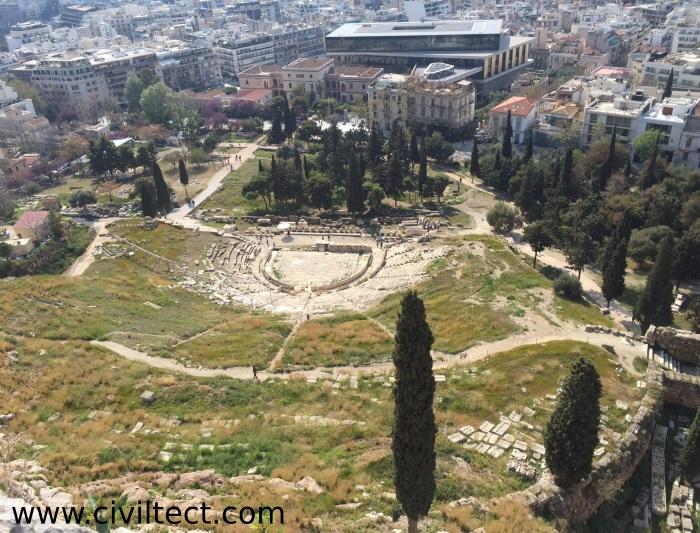 نمایی از تئاتر دایونیسوس از بالای تپه آکروپولیس
