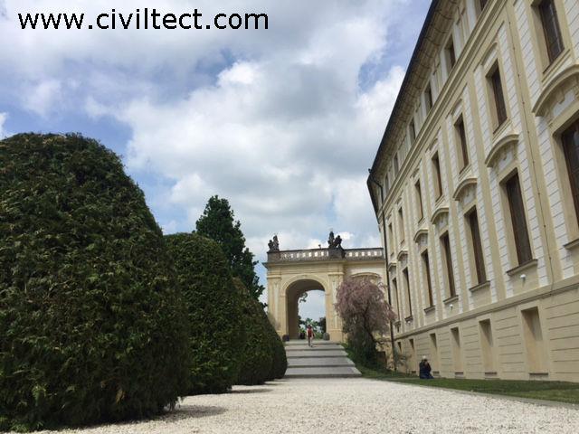 یکی از کاخ های قلعه عظیم پراگ
