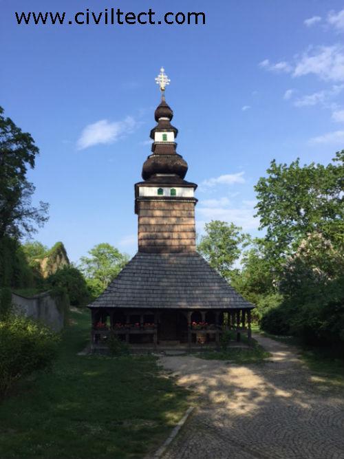 عبادتگاه کوچکی در پارک